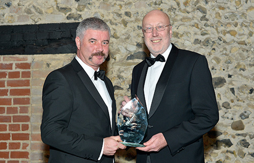 noel-wins-award-chamber-commerce-2014